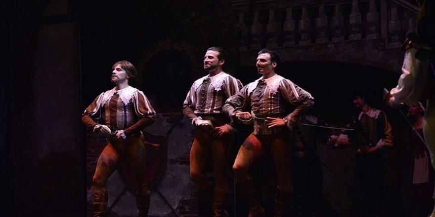 'Üç Silahşör' Bursa'da sahnelendi