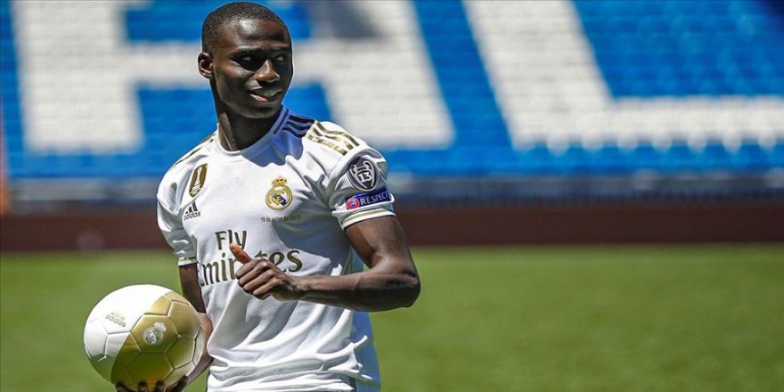 Real Madrid Mendy'yi tanıttı