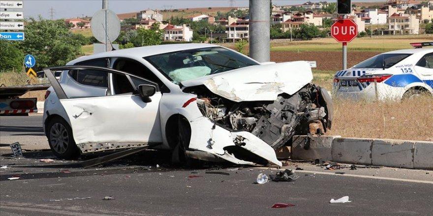 Bolu'da iki otomobil çarpıştı: 1 ölü, 5 yaralı