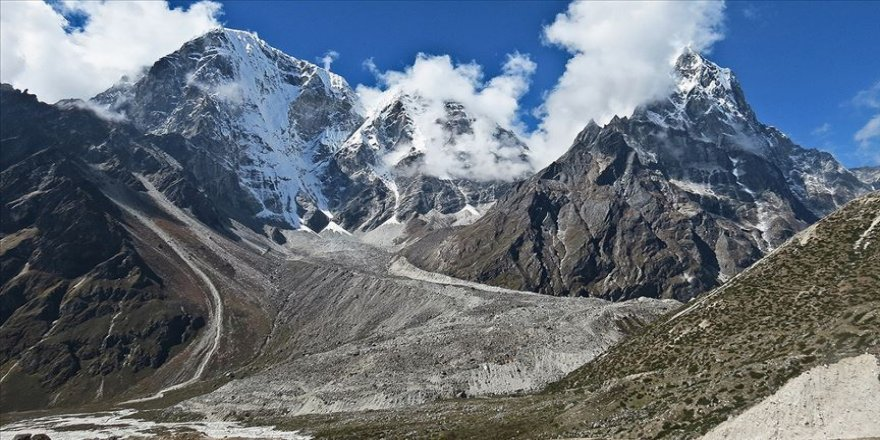 Kalabalık tırmanış sezonu Everest'i çöp dağı haline getirdi