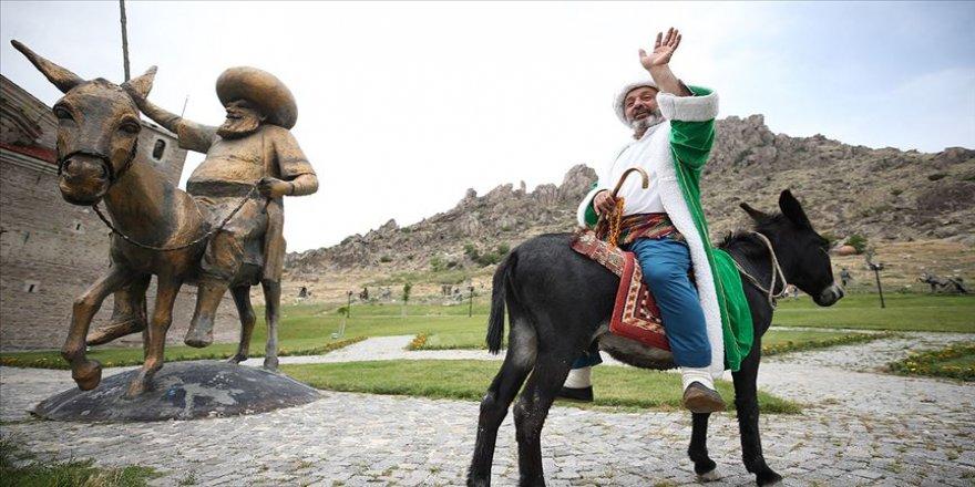Dünyanın merkezi'nde 27 yıldır Nasreddin Hoca'yı canlandırıyor