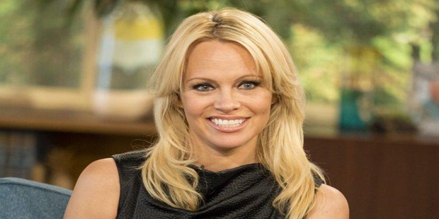 Pamela Anderson aldatılmış