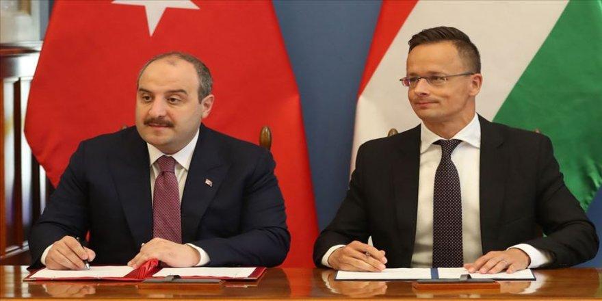 Bakan Varank, Macaristan Başbakan Yardımcısı Semjen ile görüştü