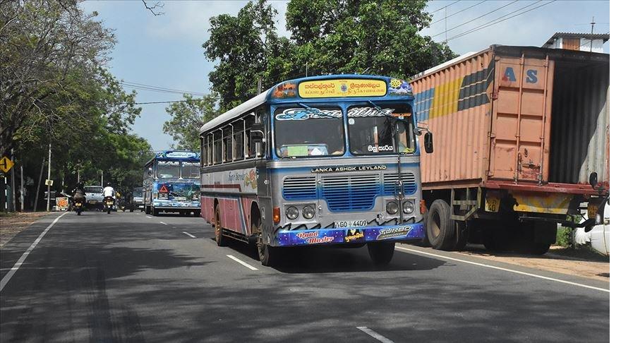 Cammu Keşmir'de otobüs uçuruma yuvarlandı: 33 ölü