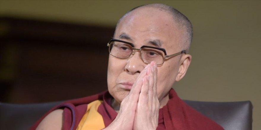 Dalai Lama kadınlar ve mültecilere yönelik sözleri dolayısıyla özür diledi