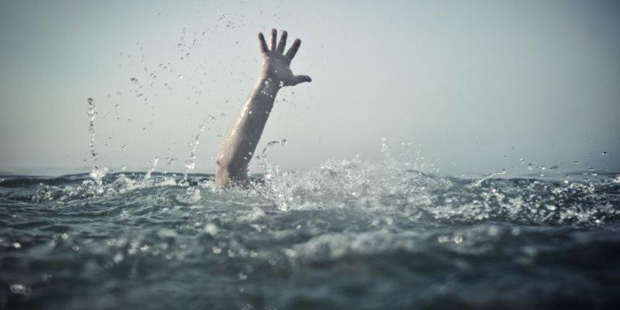 Denize giren 3 kardeş ölümden döndü