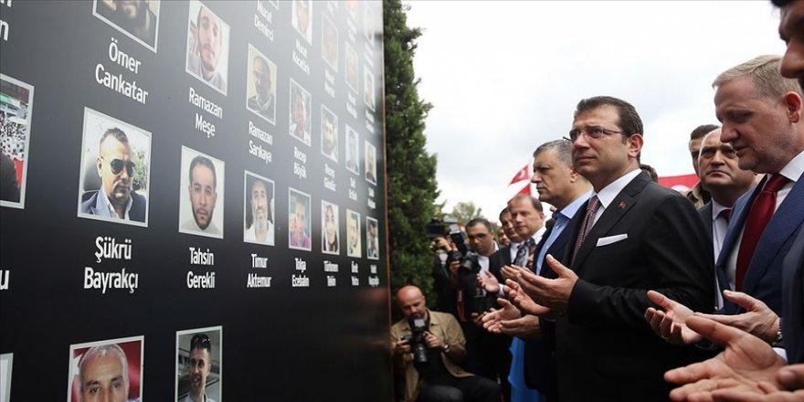 15 Temmuz şehitleri İBB önünde ve Edirnekapı'daki kabirleri başında dualarla anıldı