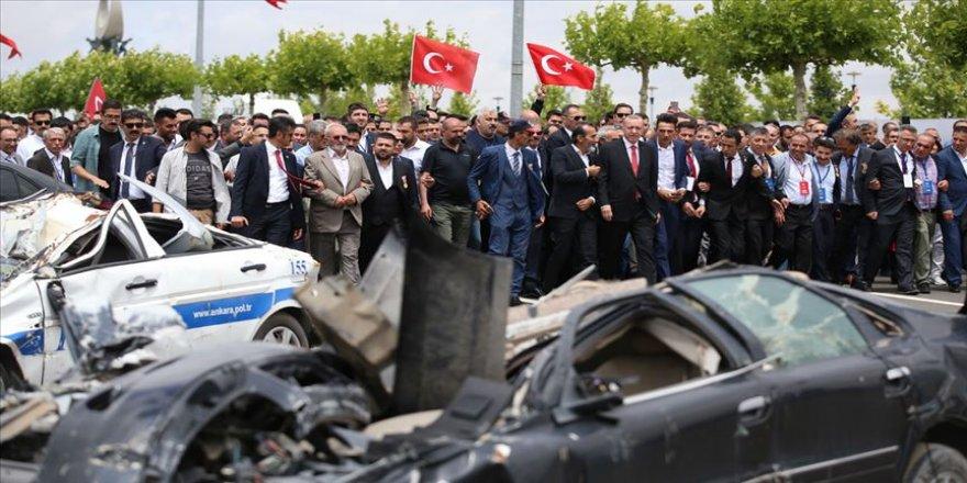 FETÖ üyesi pilotların bombaladığı araçlar sergilendi