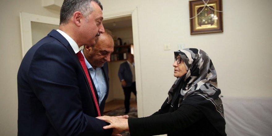 15 Temmuz şehidinin Darıca'daki ailesine ziyaret