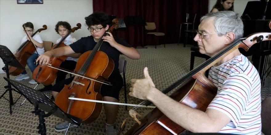 """Sihirli notaları"""" ustalarından öğreniyorlar"""