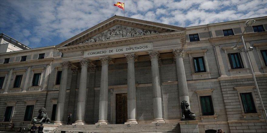 """Katalanlardan, İspanya'da hükümet kurulması için """"referandum"""" şartı"""