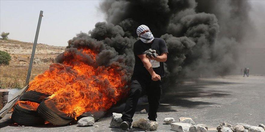 Filistinli öğrenciler ile İsrail askerleri arasında arbede