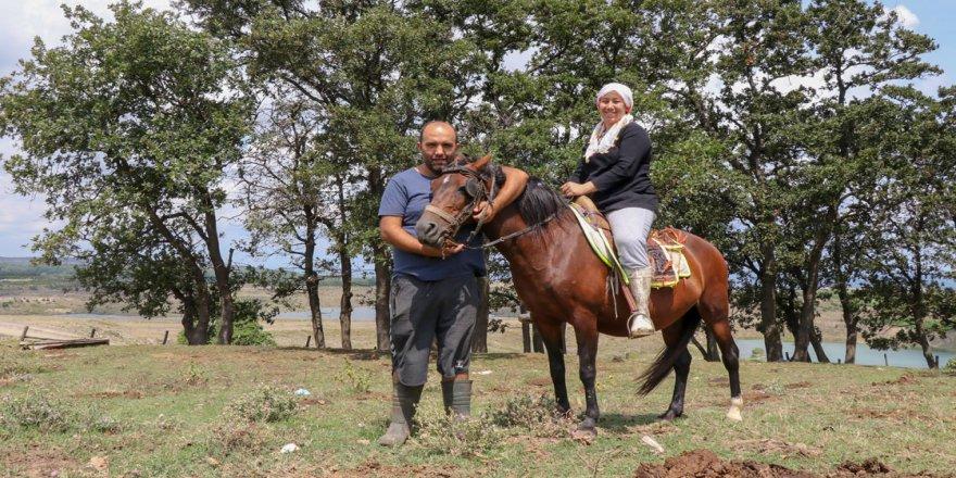 Şehir yaşamından bunalan çift köyüne döndü