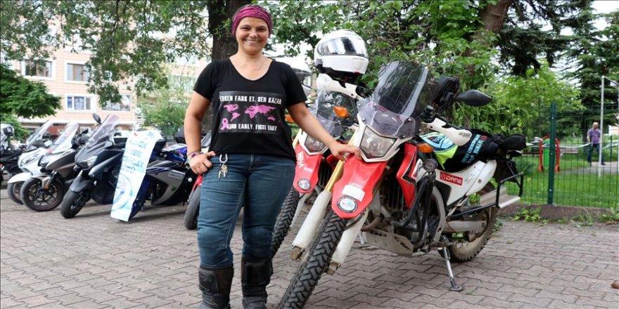 Motosikletli kadından 'kanser farkındalık turu'