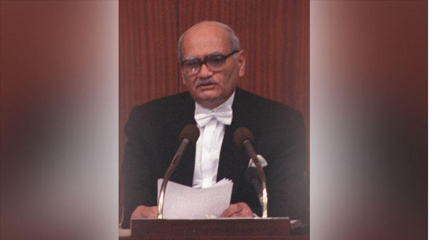 Eski Devlet Bakanı Süleyman Arif Emre hayatını kaybetti