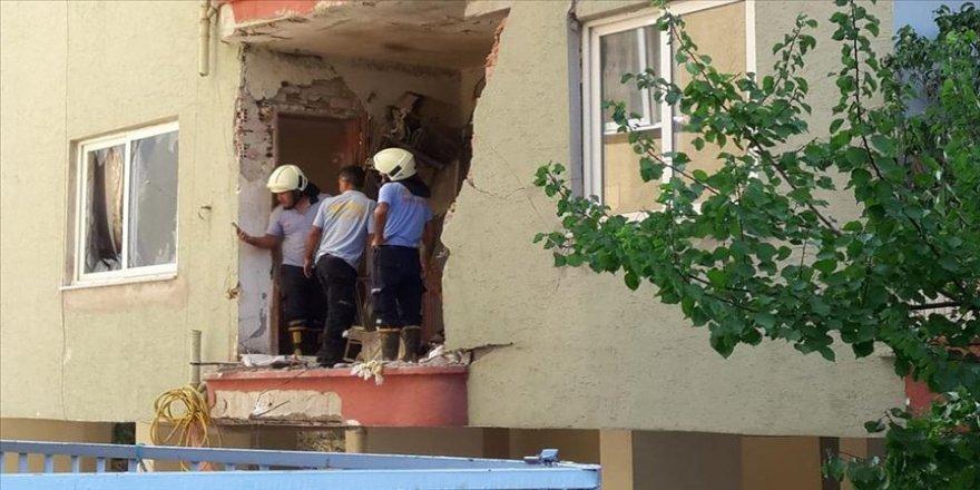 Patlayan klima motoru duvarı yıktı: 1 ölü