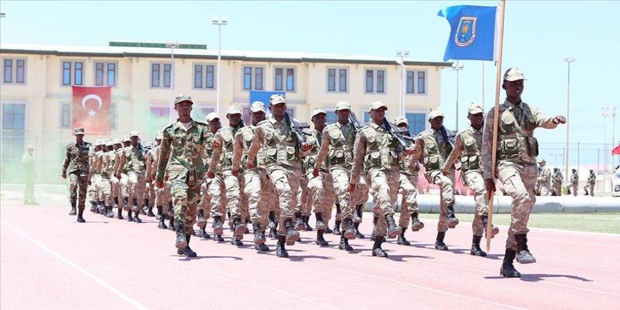 Somali'deki Türk askeri eğitim üssü 152 mezun verdi
