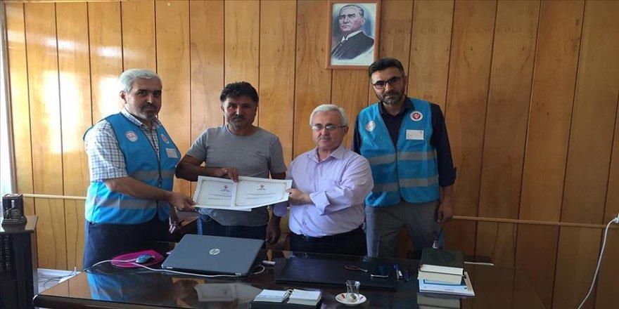 Milli futbolcu Cengiz Ünder'den TDV'ye kurban bağışı