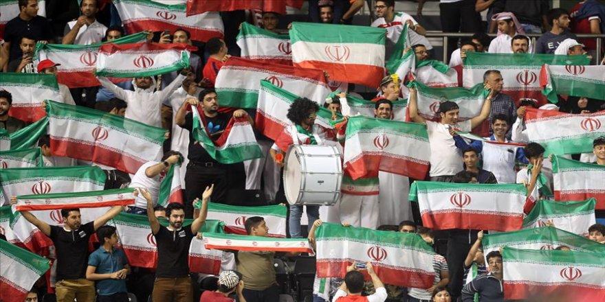 İran FIFA'nın kadınlara stadyum yasağını kaldırma çağrılarını reddetti