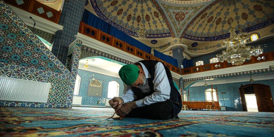 Köyüne hayalini kurduğu camiyi yaptırdı