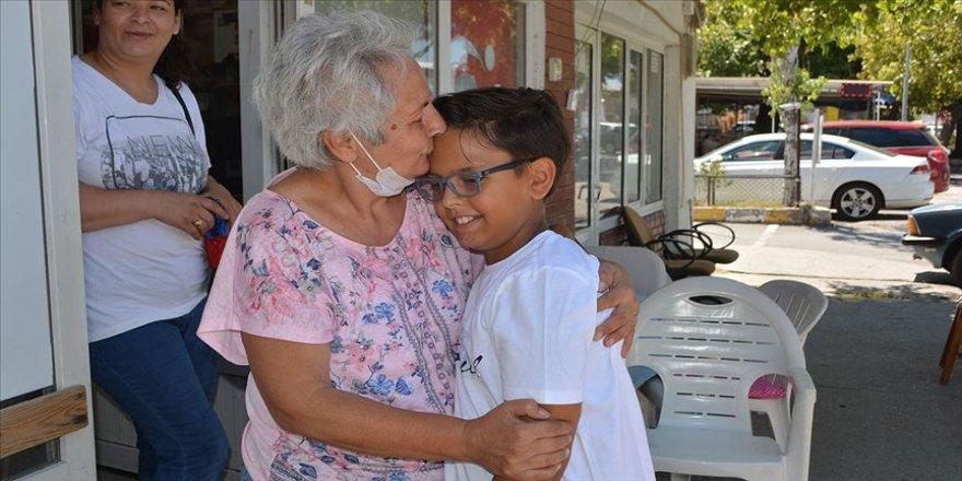 Bayram harçlığını kanser hastası çocuğa bağışladı