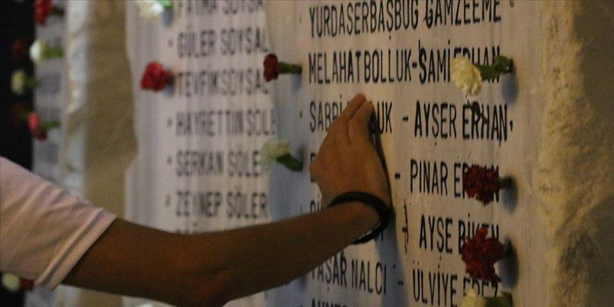 Marmara Depremi'nin 20. yılında hayatını kaybedenler anıldı