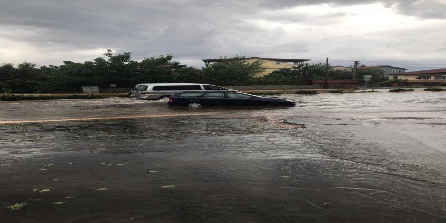 Aşırı yağış Gebze'yi vurdu!Otoyollarda ulaşım durdu