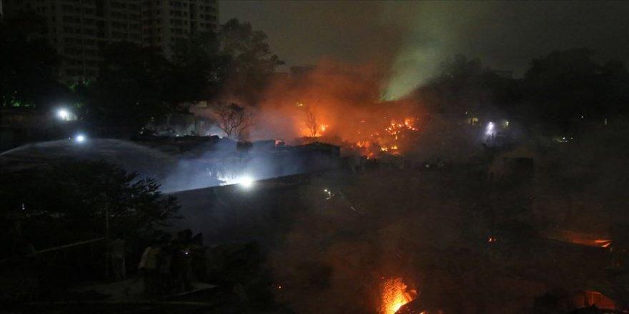 Yangın 50 bin kişiyi evsiz bıraktı