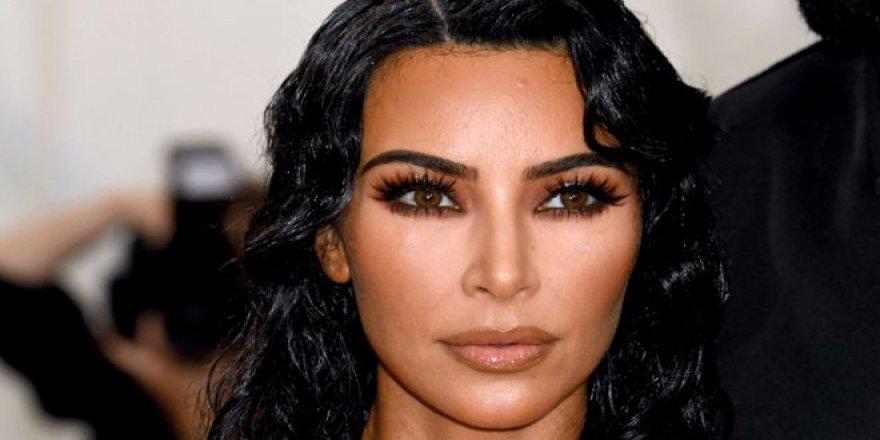 Kim Kardashian makyajsız haliyle olay oldu