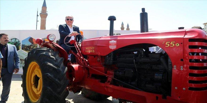 'Yarım asırlık traktörler' sergilendi