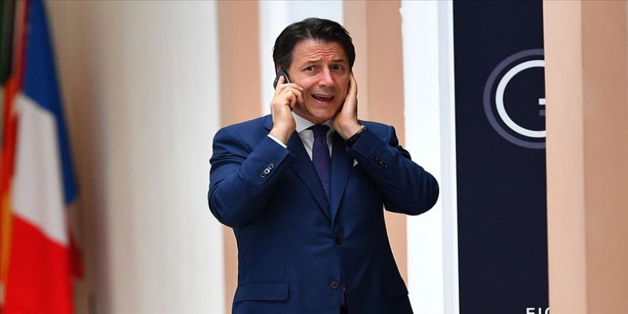 İtalya'daki hükümeti krizi sürüyor