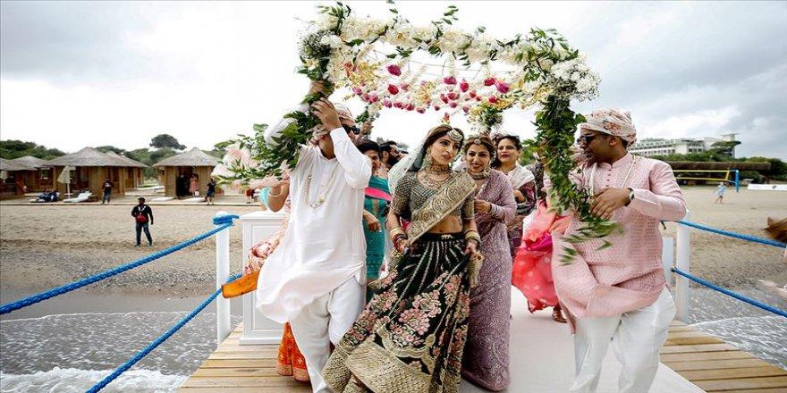 Hint düğünü için 12 kat fazla harcama yapıyorlar'