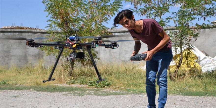 Hurda malzemelerle drone yaptı