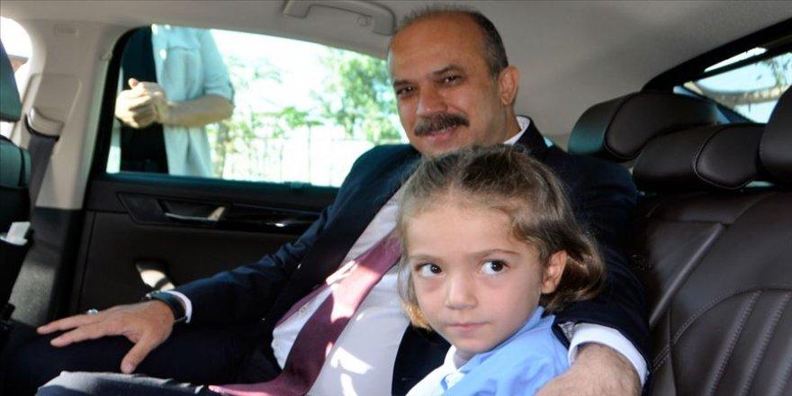 Emniyet müdüründen şehit kızına 'okulun ilk günü' desteği