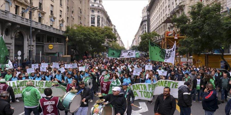 Arjantin'de greve giden sendikalardan eylem