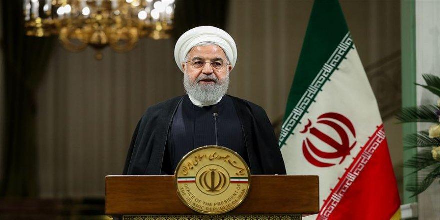 Ruhani: ABD savaşı savunanların bir faydasının olmadığını anlamalıdır
