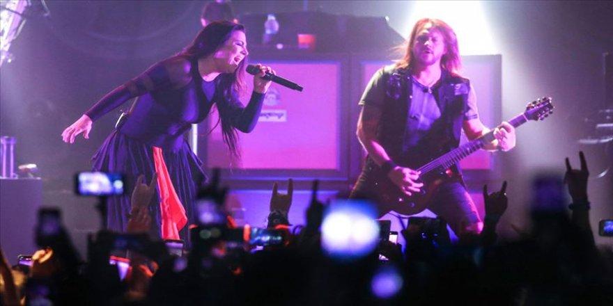 Evanescence İstanbul'da hayranlarıyla buluştu