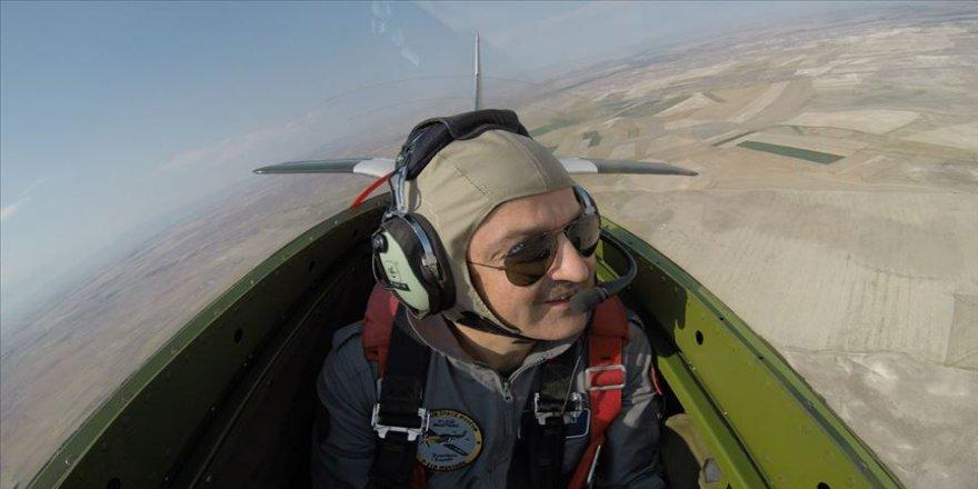 Bakan Pakdemirli, gösteri uçağıyla uçuş yaptı