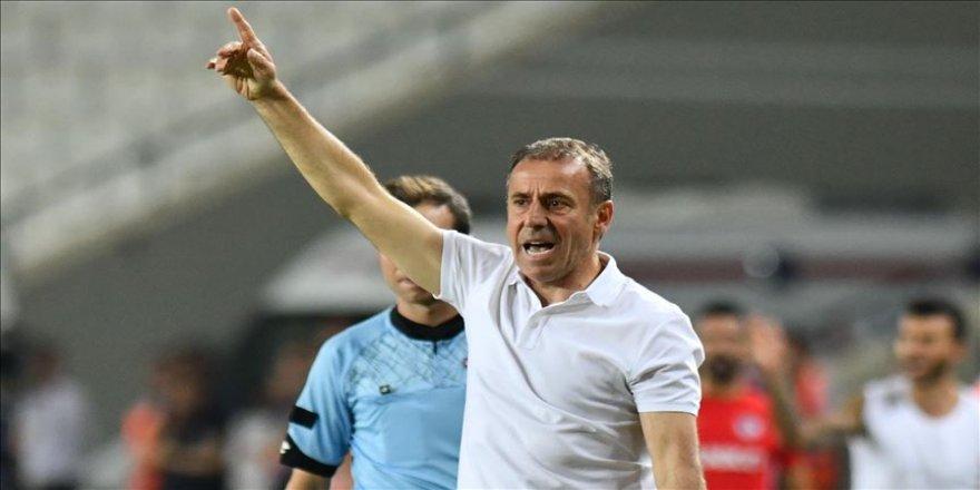 Beşiktaş teknik direktörü Avcı: Eşit şartlarda bir müsabaka olmadı