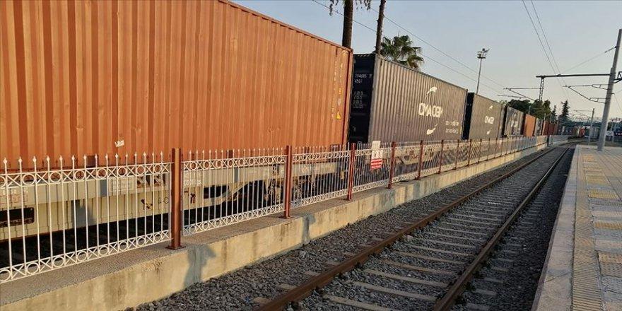 Yük treninin vagonları raydan çıktı