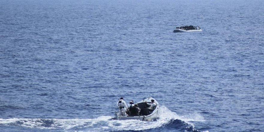 İtalya, 90 düzensiz göçmeni denizden kurtardı