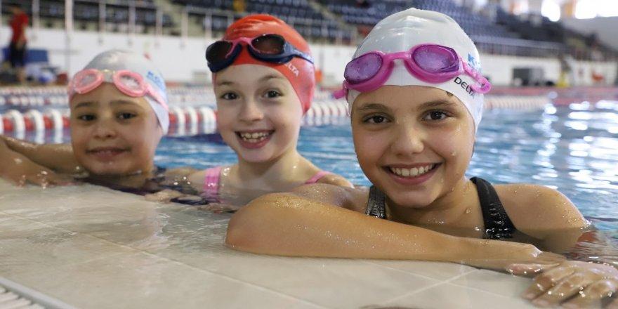 Gebze'de 2 bin 500 çocuk yüzme ile tanıştı