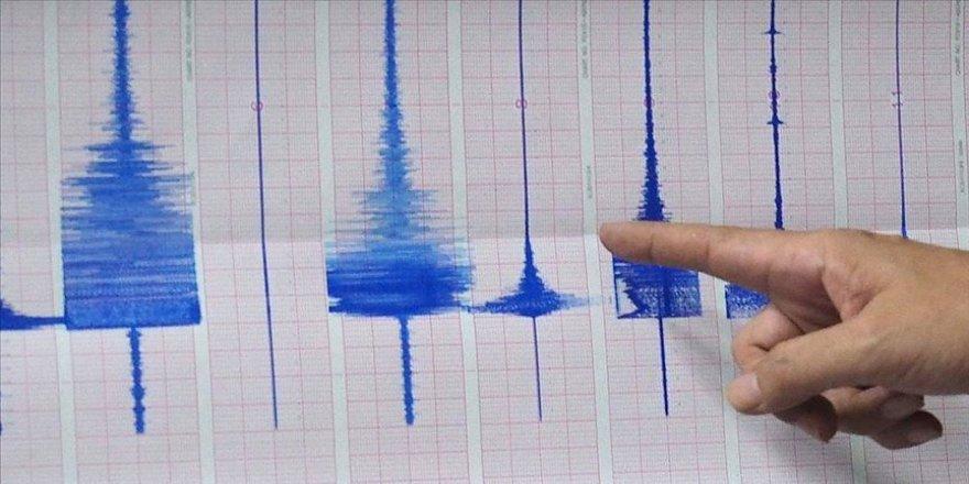 Endonezya'da 5,6 büyüklüğünde deprem