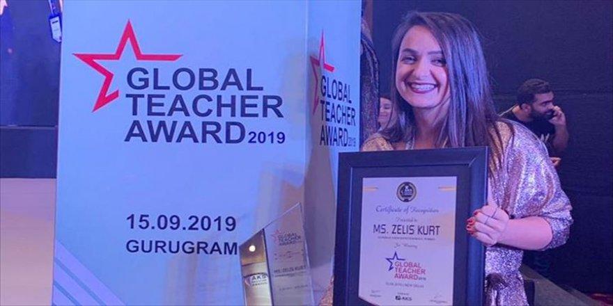 Zeliş öğretmen 'küresel ödül'üne kavuştu
