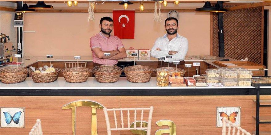 İki genç girişimci çölyak hastaları için pastane açtı