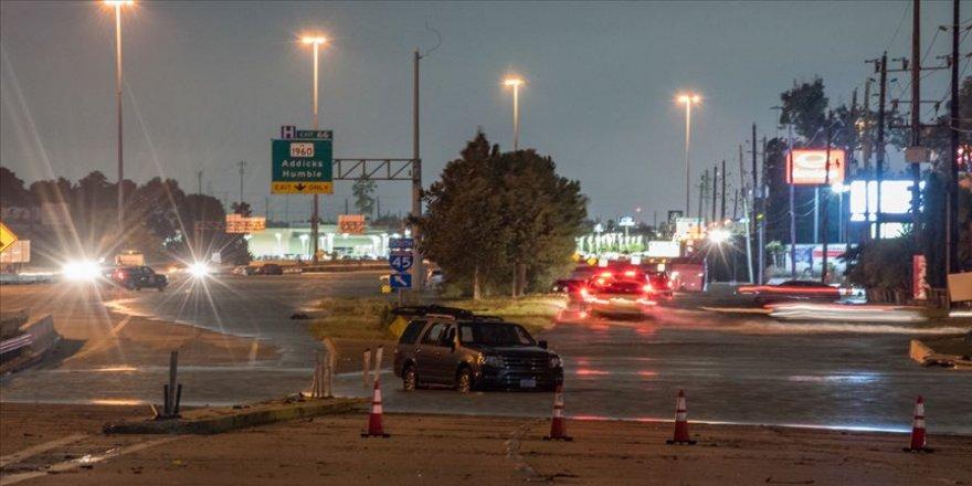 ABD'nin Teksas eyaleti tropikal fırtınanın etkisinde