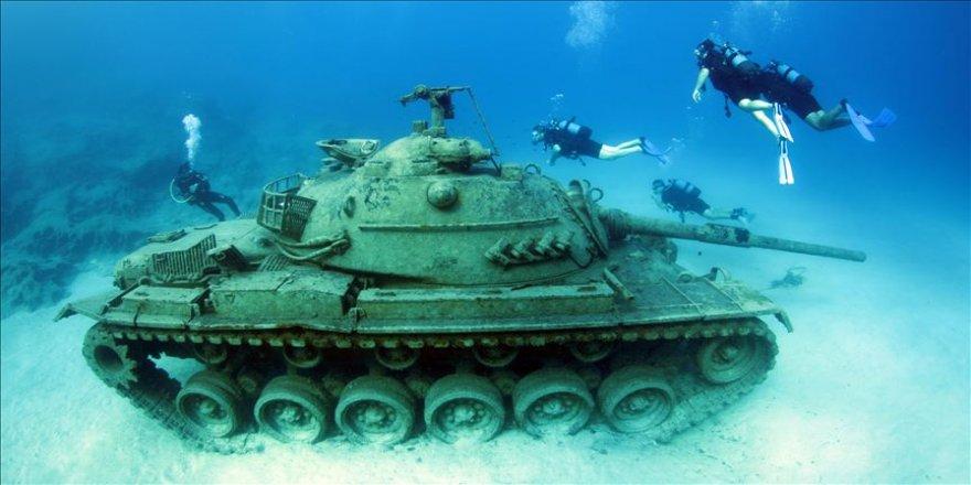 Akdeniz'in derinliklerindeki tank ilgi görüyor