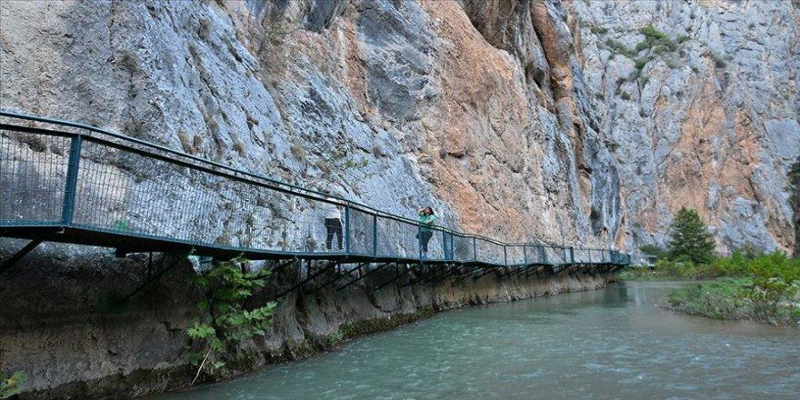 Nehir üzerinde inşa edilen platformda kanyon seyri