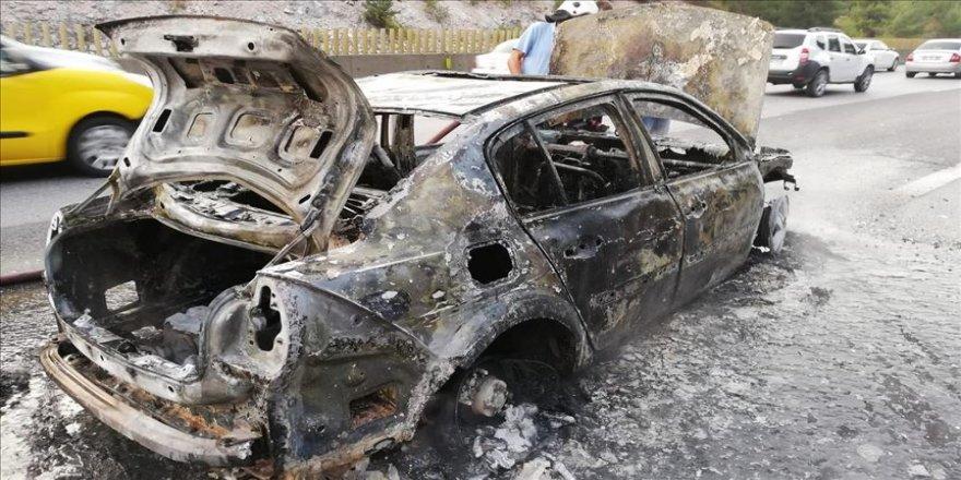 Bir saat önce aldığı otomobili yandı