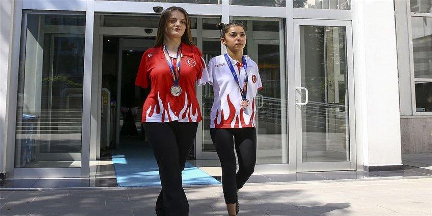 Paralimpik sporcular zirve yaptı